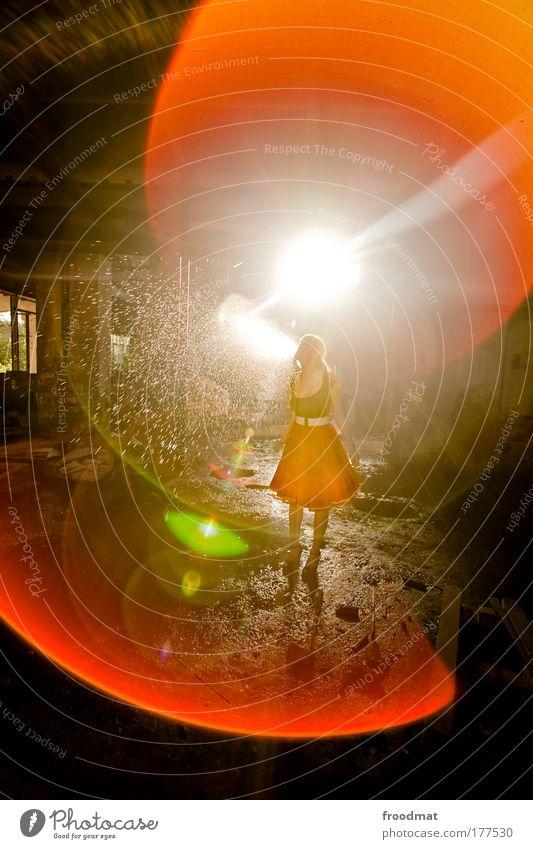 abspritzen Frau Mensch Jugendliche Freude 1 Unterwäsche feminin träumen glänzend Erwachsene mehrfarbig verrückt Licht ästhetisch Coolness