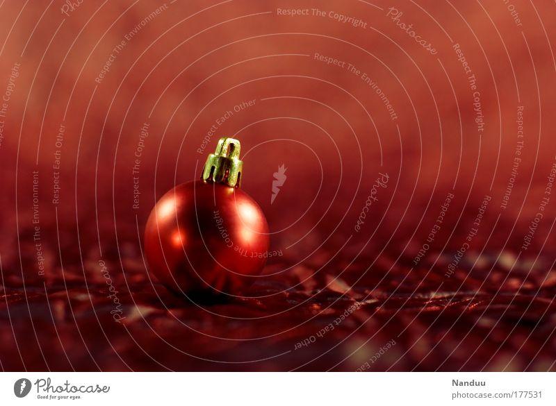 Geht das schon wieder los Weihnachten & Advent rot Wärme glänzend elegant gold ästhetisch Weihnachtsdekoration rund Kitsch Dekoration & Verzierung Dinge