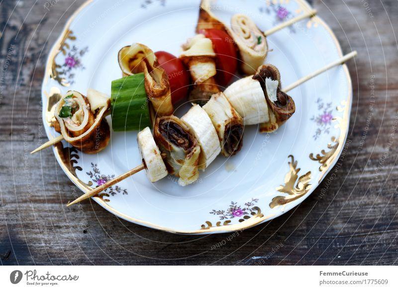 Mhhh... Lebensmittel Ernährung genießen süß Bioprodukte Frühstück Leichtigkeit Teller Backwaren Abendessen Vegetarische Ernährung Diät Picknick Holztisch Tomate Mittagessen