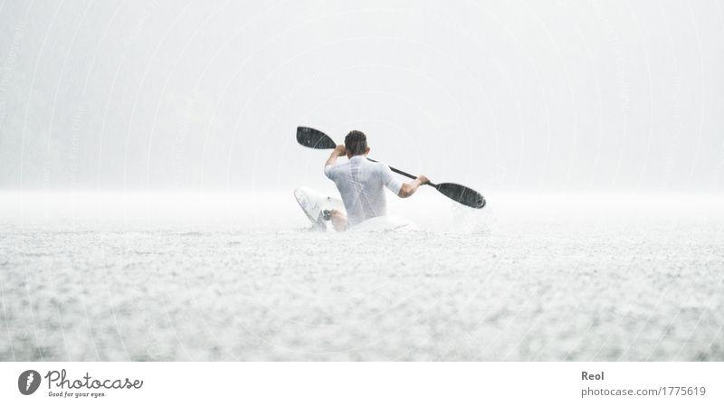 Wasser überall Mensch Natur Jugendliche Mann Sommer weiß Junger Mann Erwachsene Umwelt Herbst Bewegung Sport Schwimmen & Baden hell Regen