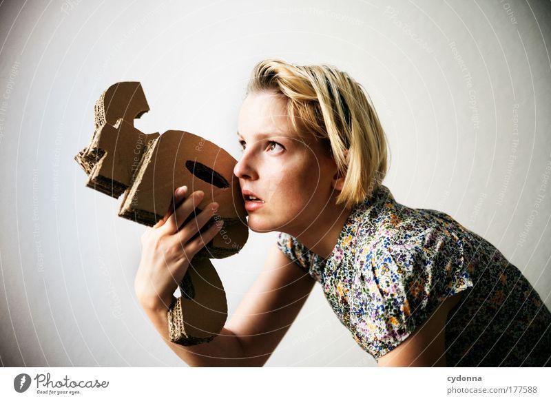 FOTO Frau Mensch Jugendliche schön Leben Gefühle Freiheit Fotografie planen Erwachsene Porträt Papier Ordnung ästhetisch Kommunizieren Schriftzeichen
