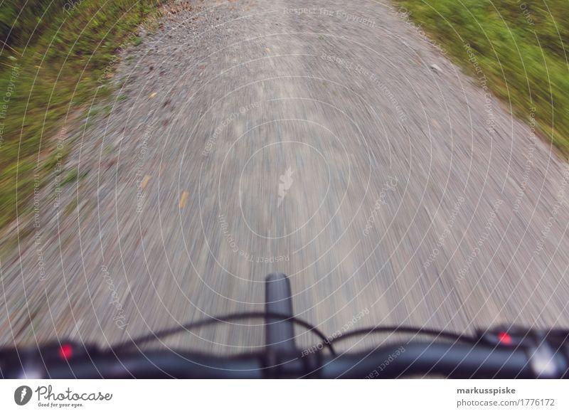 Mountainbike Tour Lifestyle sportlich Fitness Freizeit & Hobby Sport Sport-Training Fahrradfahren Mountainbiking Fußweg Lenker Fahrradlenker Reifen Schotterweg