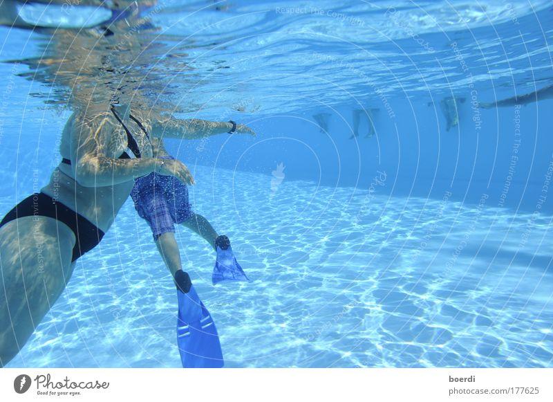 schWimmhilfen Mensch Frau blau Wasser Ferien & Urlaub & Reisen Sommer Erwachsene Leben feminin Sport Schwimmen & Baden Verkehr Tourismus Schwimmbad tauchen