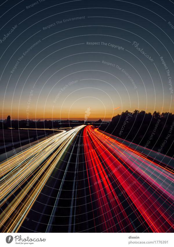 Feierabendverkehr [1] Verkehr Verkehrsmittel Verkehrswege Straßenverkehr Autofahren Autobahn PKW Geschwindigkeit Farbfoto Außenaufnahme Menschenleer