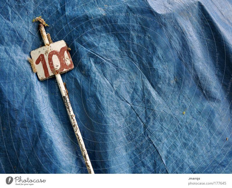 6 Farbfoto Außenaufnahme Textfreiraum rechts Freizeit & Hobby Metall Kunststoff Zeichen Ziffern & Zahlen Schilder & Markierungen dreckig blau Abdeckung 100