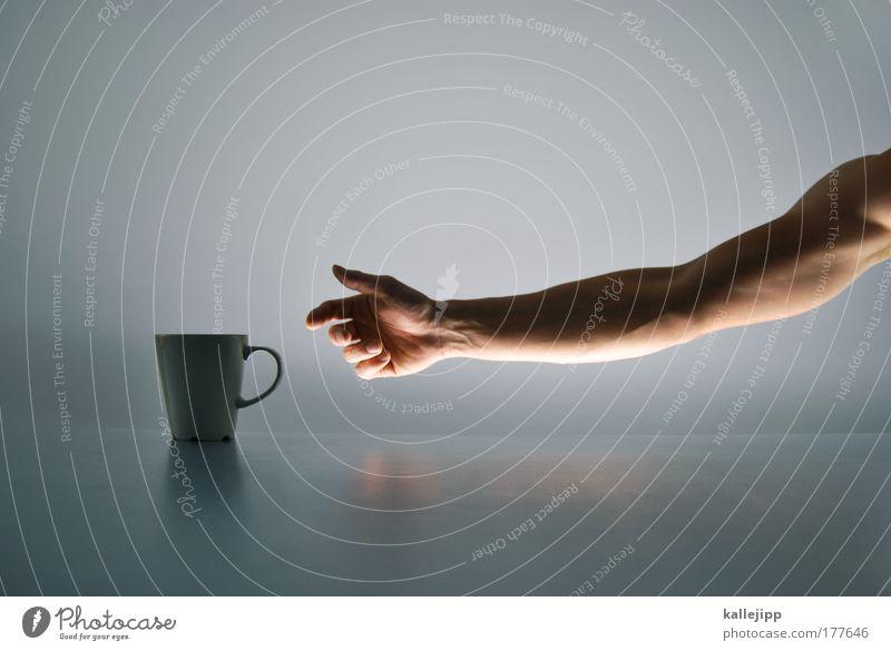 coffee to go Farbfoto Gedeckte Farben Innenaufnahme Studioaufnahme Detailaufnahme Textfreiraum oben Hintergrund neutral Kunstlicht Licht Schatten Kontrast