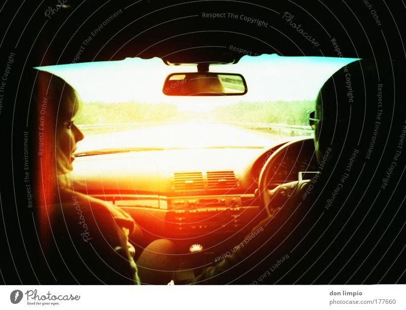 smells burning Mensch schwarz Kopf Lomografie PKW orange leuchten fahren Spiegel KFZ Fahrzeug Autofahren unterwegs Verkehrsmittel Maschine Windschutzscheibe