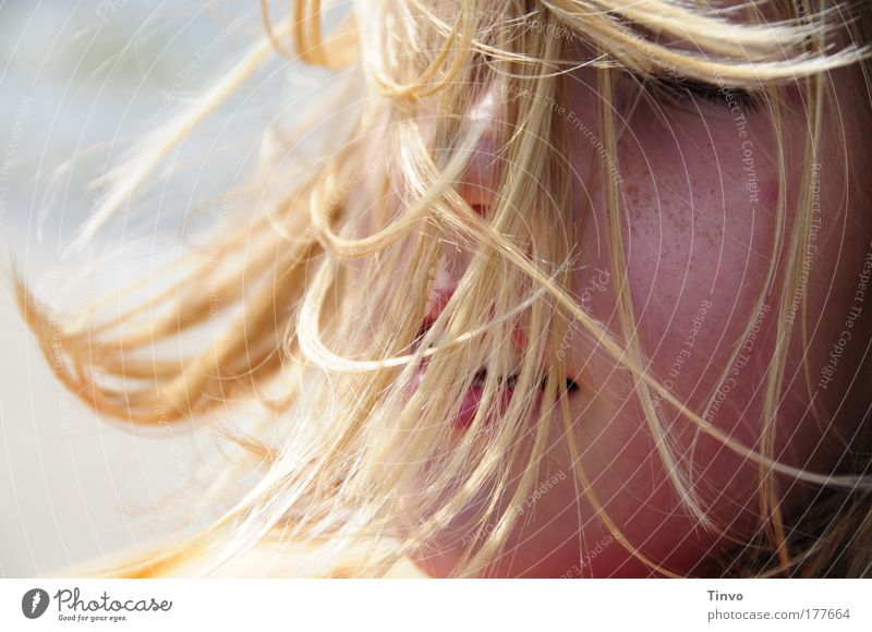 Wirbelwind... Mensch schön Sommer Gesicht Leben feminin Kopf Haare & Frisuren Glück Wind blond Geborgenheit Brise verwuschelt