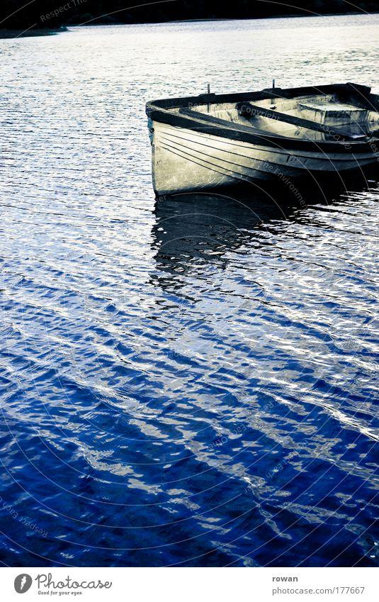 am See blau ruhig Einsamkeit kalt Erholung See Wasserfahrzeug Freizeit & Hobby Schifffahrt Angeln Ruderboot Fischerboot Beiboot Motorboot Bootsfahrt