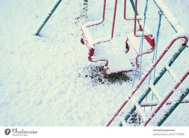 winterzeit Natur weiß Winter kalt Schnee Wetter Schaukel Spielplatz Anschnitt Bildausschnitt Schneedecke