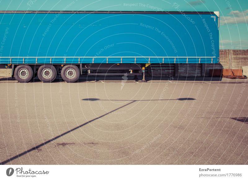 LS+LKW Himmel Wolken Verkehr Straße Fahrzeug Lastwagen Linie blau grau Asphalt Laterne Laternenpfahl Abdeckung Rad stehen Güterverkehr & Logistik Farbfoto