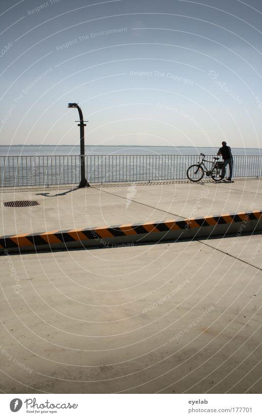 Entschleunigungbereich...bitte warten Mensch Himmel Ferien & Urlaub & Reisen ruhig Ferne Erholung Freiheit Traurigkeit Fahrrad Küste maskulin Beton groß frei