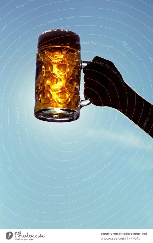 Oktoberfest - Golden Drink Getränk ästhetisch Bier Biergarten Bierbank Bierglas Bierschaum Bierkrug gold Blauer Himmel Sommer heben festhalten Farbfoto