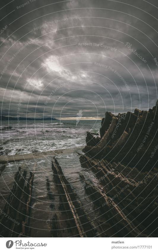Hades Umwelt Natur Landschaft Luft Wasser Himmel Wolken Gewitterwolken Horizont Wetter schlechtes Wetter Wind Felsen Wellen Küste Strand Riff Meer dunkel Spitze