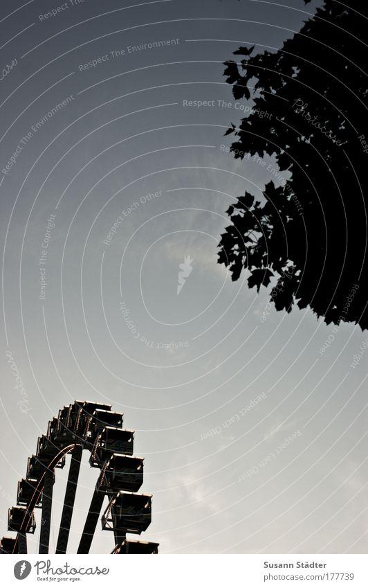 Hamburger Dom Außenaufnahme Detailaufnahme Textfreiraum links Textfreiraum oben Textfreiraum Mitte Abend Dämmerung Licht Schatten Kontrast Silhouette