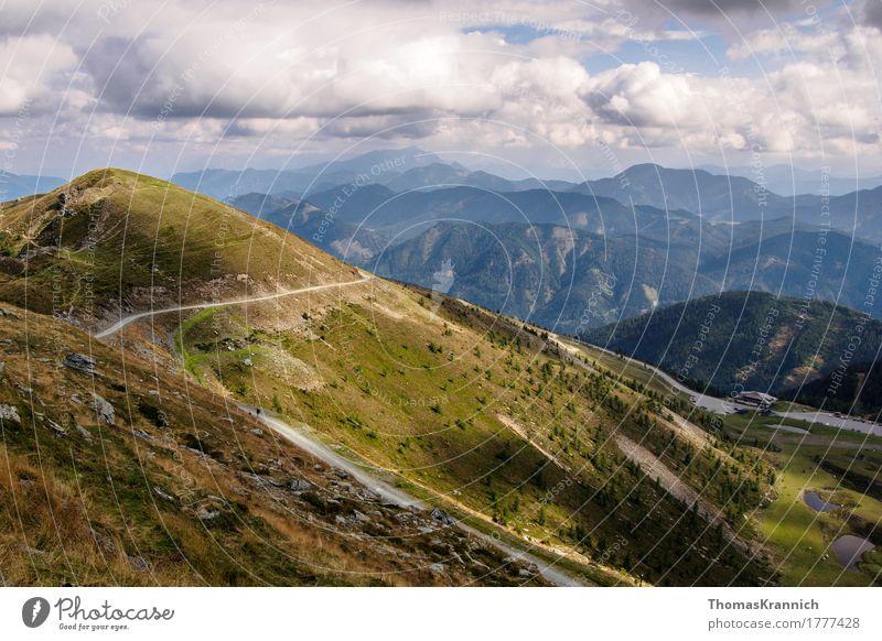Alpenlandschaft Landschaft Berge u. Gebirge blau grün Tourismus Alps Österreich Carinthia Goldeck Kogel Mountain alpin blue diagonal gloud green landscape road