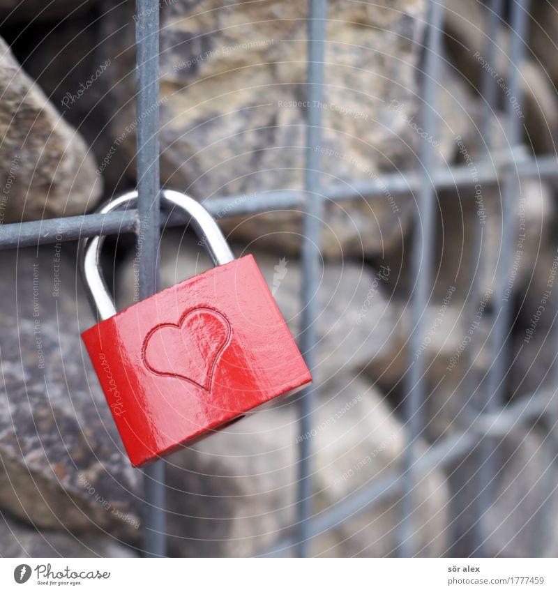 rotesschlossmitherzangittermauer Schloss Gitter Mauer Stein Glück Fröhlichkeit Frühlingsgefühle Zusammensein Liebe Romantik Verliebtheit Symbole & Metaphern