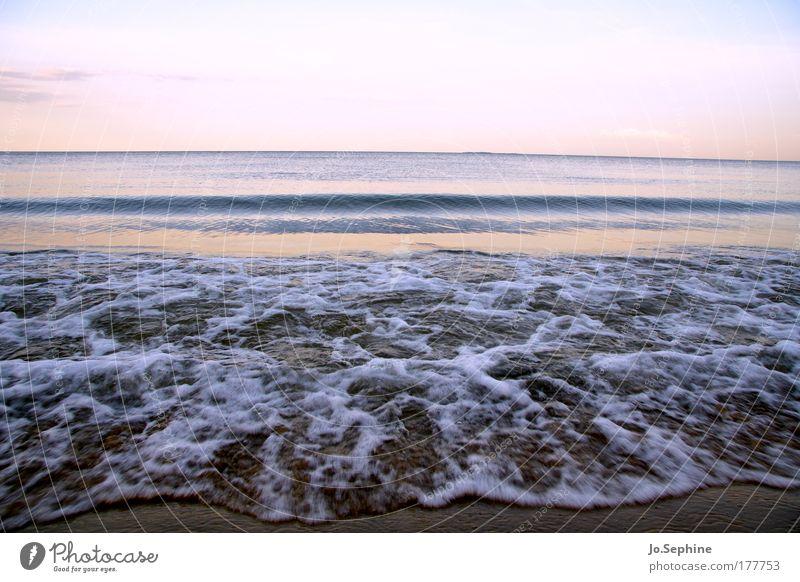 Meerblick ohne Zimmer Umwelt Natur Urelemente Wasser Himmel Horizont Sommer Wellen Küste Strand Ostsee nass Idylle ruhig Dämmerung Tag Farbfoto Gedeckte Farben