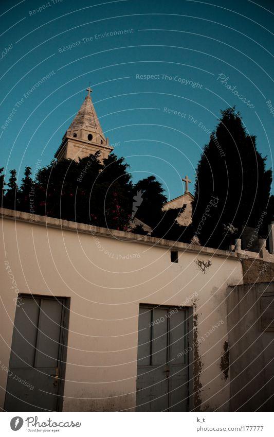 Primošten schön alt Sommer Ferien & Urlaub & Reisen ruhig Ferne Wand Mauer Religion & Glaube Tür Europa Kirche entdecken Kreuz historisch Respekt
