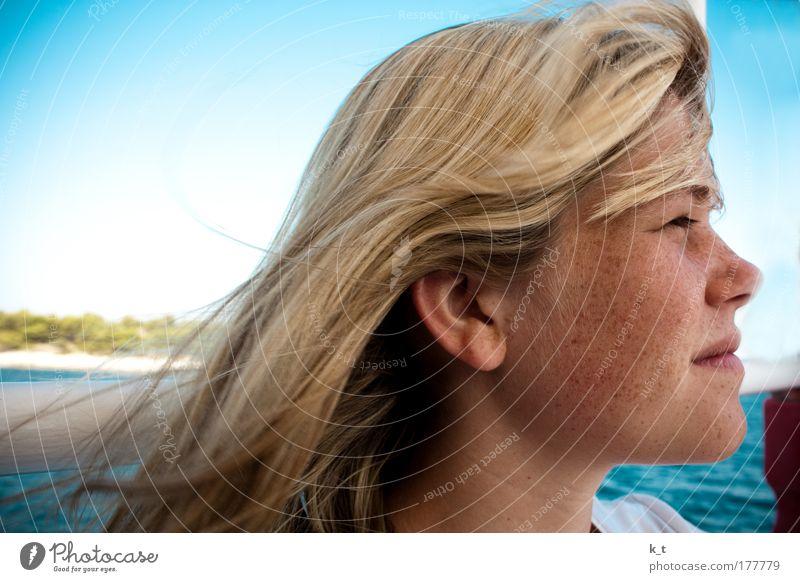 Mit dem Wind in den Haaren Mensch Jugendliche schön Meer blau Sommer Gesicht Ferien & Urlaub & Reisen Erholung feminin Freiheit Haare & Frisuren Kopf Denken