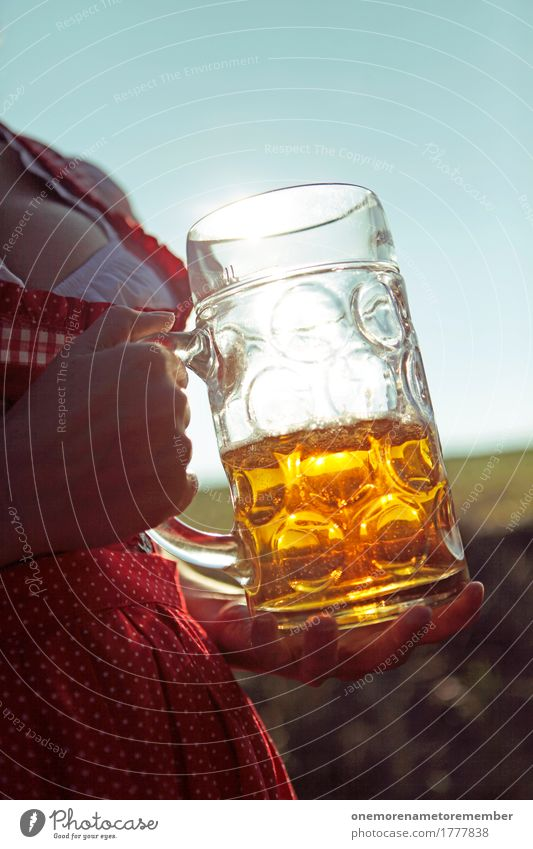 Oktoberfest - Bier mit Aussicht Kunst Kunstwerk ästhetisch Biergarten Bierglas Bierschaum Bierkrug Bierbauch München Bayern Deutschland gold Trachtenkleid Frau