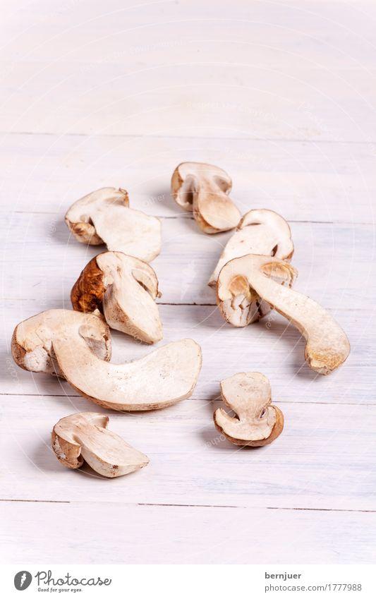 Steinpilz Foodfotografie Holz Lebensmittel Gemüse gut Bioprodukte Pilz Diät Vegetarische Ernährung Hälfte rustikal Steinpilze
