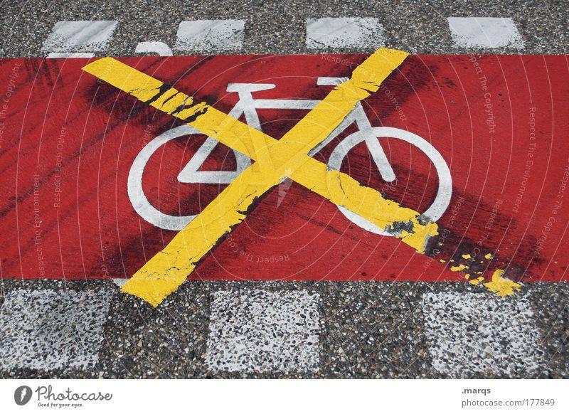 Ende Gelände Farbfoto Außenaufnahme Blick nach unten Verkehr Verkehrsmittel Verkehrswege Personenverkehr Straße Fahrradweg Zeichen Schilder & Markierungen