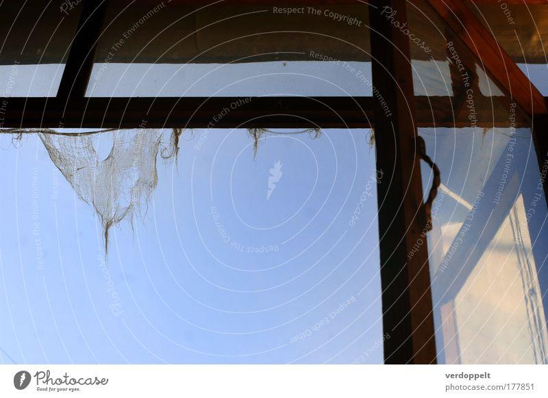 alter kram as sonnenaufgang Fenster Reflexion & Spiegelung Tuch Sonne blau Himmel abgenutzt hängen Stil Farbe Formular Gardine kaputt gerissen