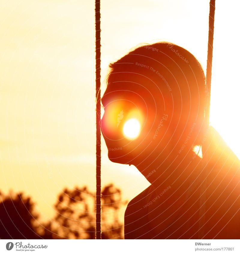 Sonnenkind Mensch Jugendliche schön Himmel Sonne Sommer Gesicht ruhig Erholung feminin Denken Zufriedenheit warten Erwachsene elegant Frau