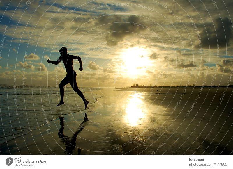 Laufstrand Farbfoto Außenaufnahme Textfreiraum links Dämmerung Silhouette Reflexion & Spiegelung Sonnenlicht Sonnenaufgang Sonnenuntergang Starke Tiefenschärfe