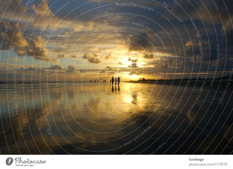 Natur Sonne Ferien & Urlaub & Reisen Sommer Strand Wolken ruhig Erholung gelb Umwelt Landschaft Menschengruppe Gesundheit Wellen Horizont Freizeit & Hobby