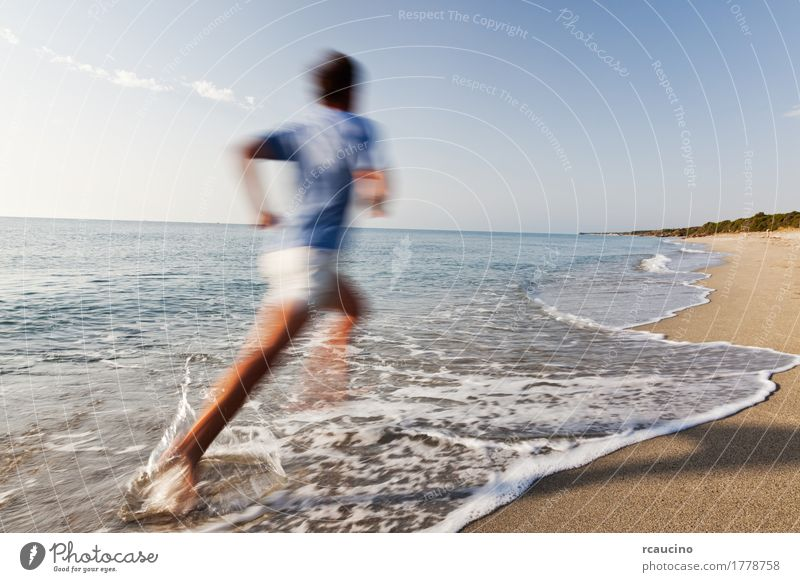 Natur Ferien & Urlaub & Reisen Mann blau Farbe Sommer weiß Landschaft Meer Erholung Einsamkeit Freude Strand Erwachsene Sport Küste