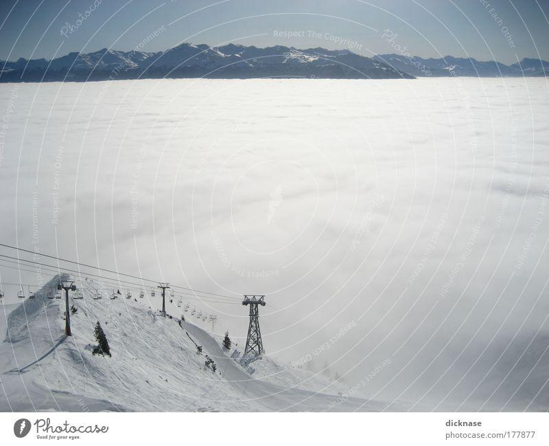 ...über den wolken muß der schnee wohl grenzenlos sein! Himmel Natur Wasser Baum Landschaft Ferne Winter Berge u. Gebirge Schnee Horizont Luft groß