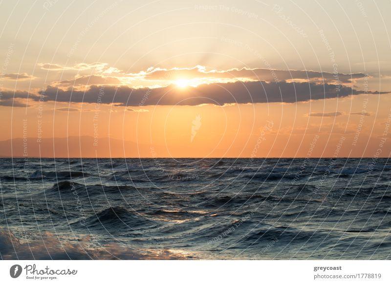 Raues Meer und Sonnenuntergang drüber schön Natur Landschaft Himmel Wolken Horizont Unwetter Wind Küste Sympathie rau wellig Meereslandschaft winken
