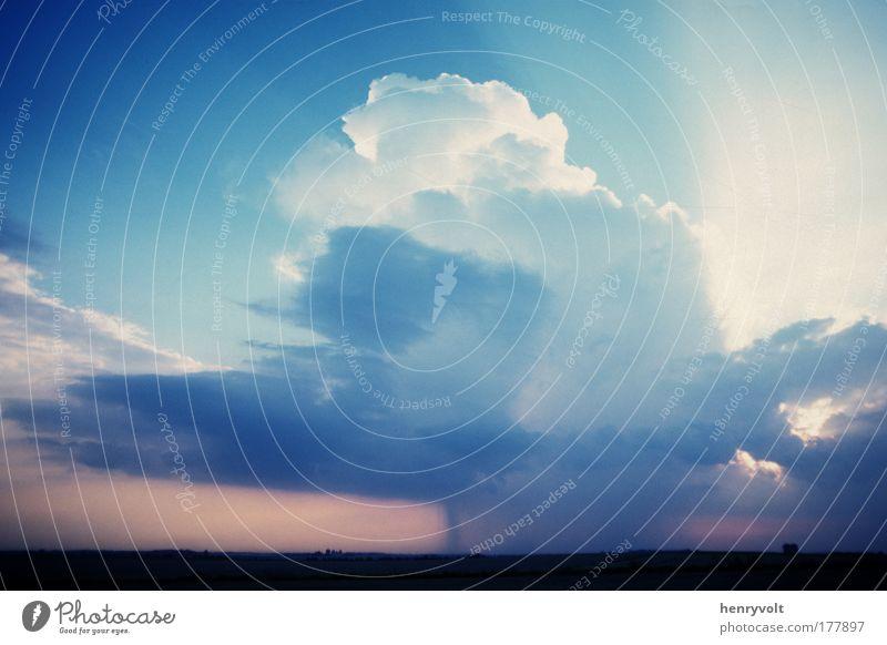 Tonnerre de ..... Picardie Farbfoto Außenaufnahme Menschenleer Tag Licht Schatten Kontrast Silhouette Urelemente Luft Himmel Wolken Gewitterwolken Sommer Wetter