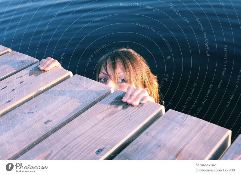 A da ist Sie ja! Mensch Natur Hand Jugendliche schön blau Sommer Freude Gesicht ruhig Erholung feminin Holz Glück See