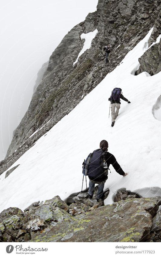 Urlaub Sommer Ferne Schnee Freiheit Berge u. Gebirge Regen Eis Kraft Nebel Felsen laufen wandern maskulin groß Abenteuer Sicherheit