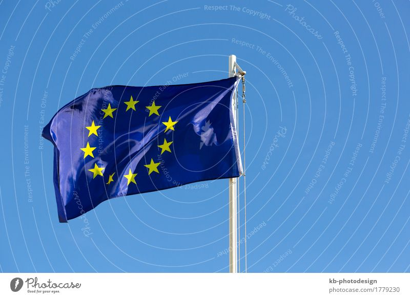 Flag of European Union on a flagpole Wind Fahne blau gelb EU Europa textile Satin fabric sky blue Symbole & Metaphern symbolic move motion sign Farbfoto