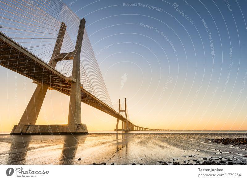 Ponte Vasco da Gama Ferien & Urlaub & Reisen außergewöhnlich Europa Brücke Sehenswürdigkeit Portugal Atlantik Lissabon Tejo Schrägseilbrücke Tejo-Brücke