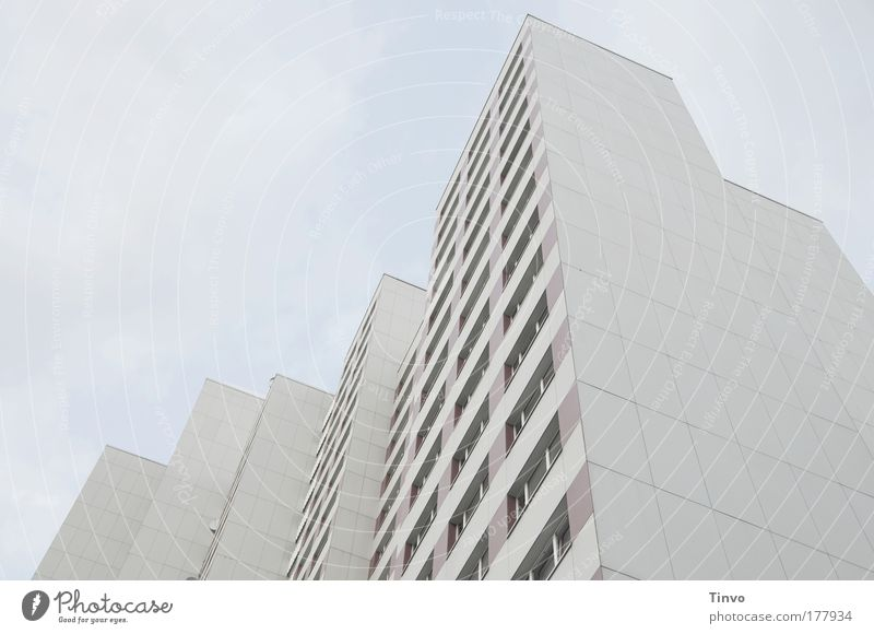 schöne Aussichten... Stadt Haus Fenster kalt Architektur Traurigkeit Wohnung Fassade hoch Hochhaus Häusliches Leben Balkon Handel Hauptstadt Miete Plattenbau