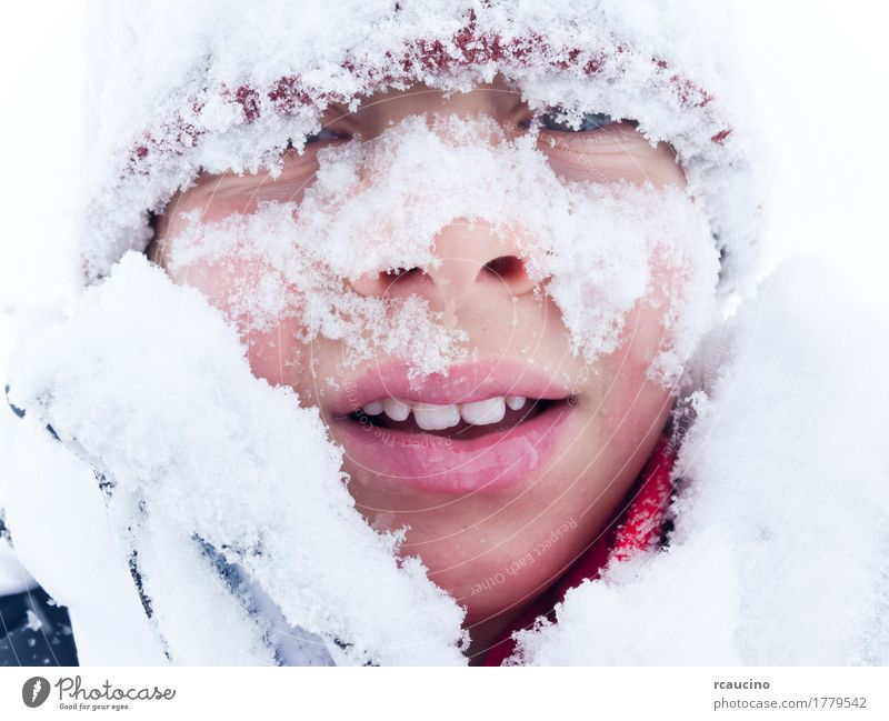 Kind Mann weiß Einsamkeit Freude Winter Berge u. Gebirge Erwachsene Lifestyle Schnee Junge Lächeln horizontal Kaukasier Baskenmütze
