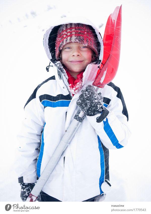 Kinderporträt Winter Schnee Lifestyle Freude Erholung Berge u. Gebirge Junge Mann Erwachsene Bekleidung Lächeln blau rot weiß Baskenmütze Kaukasier kalt Eis