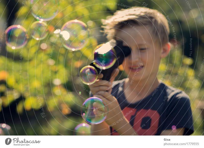8ung Sommerfilm! - Superfolge 1 Mensch maskulin Kind Junge Kindheit 8-13 Jahre Filmindustrie Video Schönes Wetter Baum Garten Seifenblase Videokamera beobachten