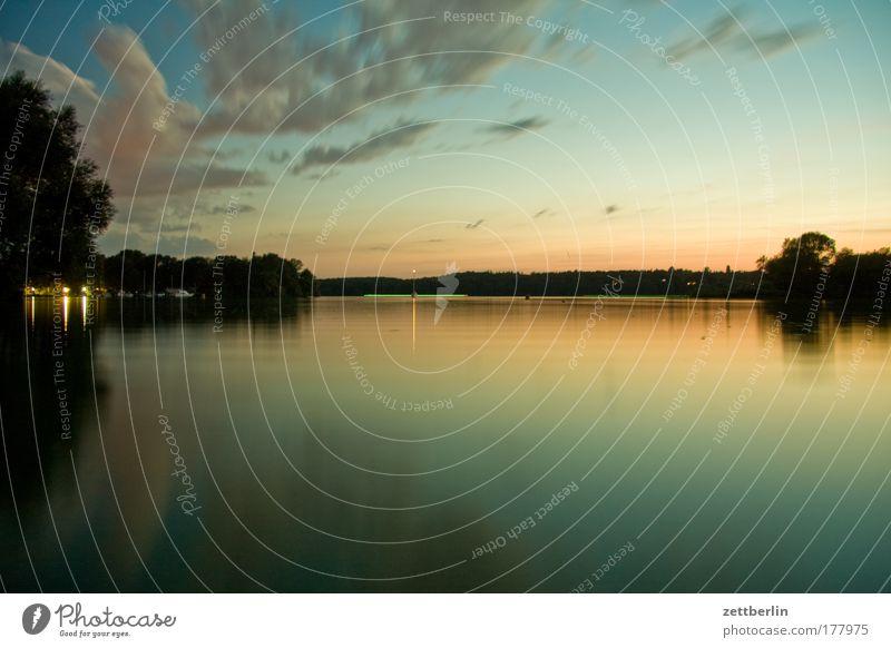 Wann? Abend Sommer August Erholung Gewässer Havel Himmel Romantik See Sommerabend Sonnenuntergang Umwelt Wannsee Wasser Wasseroberfläche Wolken Textfreiraum