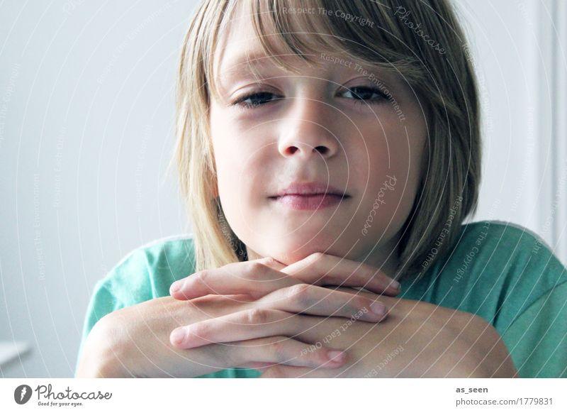 Im Gespräch Junge Bruder Kindheit Jugendliche Leben Gesicht Hand 1 Mensch 8-13 Jahre T-Shirt blond langhaarig Denken Blick authentisch Freundlichkeit Neugier