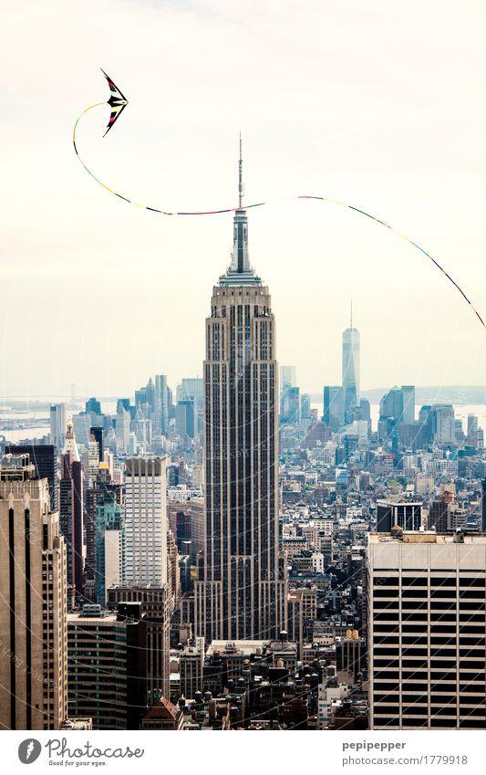 Kite over NY Ferien & Urlaub & Reisen Haus Straße Lifestyle Freiheit fliegen Tourismus Arbeit & Erwerbstätigkeit Wohnung Häusliches Leben Freizeit & Hobby