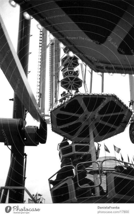 Im Riesenrad Jahrmarkt Herbst Freizeit & Hobby hoch Schwarzweißfoto