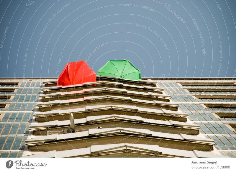 Balkonien grün blau Stadt rot Sommer Ferien & Urlaub & Reisen ruhig Haus Erholung Gebäude Zufriedenheit Architektur Wohnung Fassade