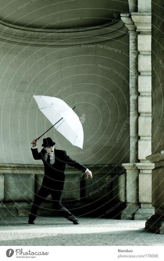zwischen den Welten Mensch Mann Jugendliche Erwachsene Wand Gefühle Mauer Künstler Tänzer Stimmung Tanzen 18-30 Jahre maskulin festhalten Schutz Hut