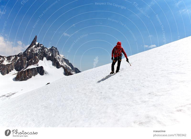 Bergsteiger auf einem Gletscher, Mont Blanc, Chamonix, Frankreich. Freude Abenteuer Expedition Winter Schnee Berge u. Gebirge Sport Klettern Bergsteigen Erfolg